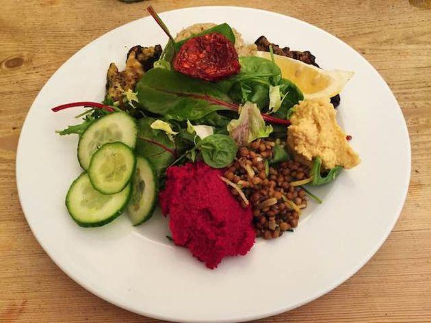 salade met rode bietjes,linzen en gegrilde groenten
