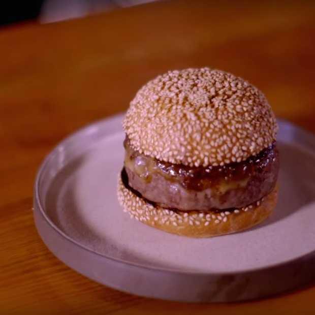 Deze Michelin sterrenchef maakt de perfecte hamburger