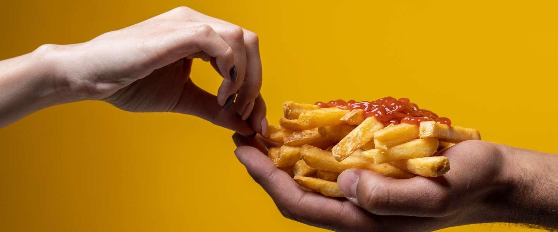 In de airfryer maak je het snelst de knapperigste verse friet