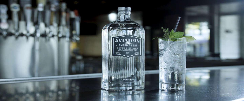 Gummiberen doordrenkt met Aviation Gin op de markt