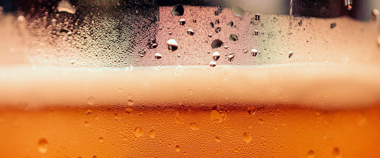 Eerste partij van 5.000 handgels van alcoholvrij bier aan ziekenhuizen gedoneerd