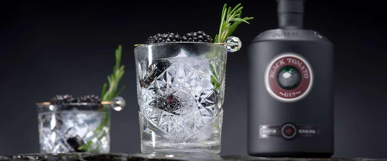 Black Tomato Gin is een smaakvolle en kruidige gin gemaakt met zwarte tomaten