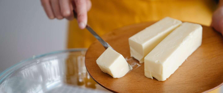 Wildgroei aan botervarianten voor op brood met onduidelijke inhoud