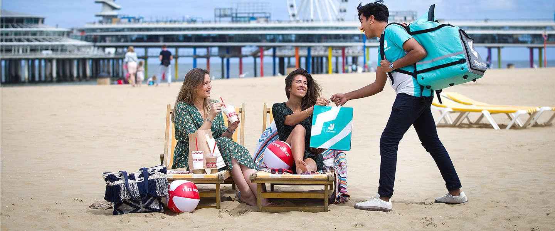 Laat je eten bezorgen op het strand van Scheveningen