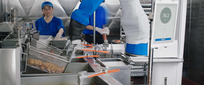 Burger flippende robot blijkt uitkomst voor fastfoodketens tijdens pandemie