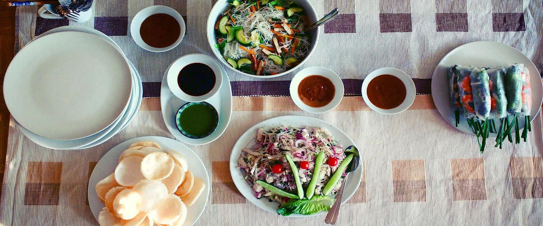 Voor buurtbewoners koken tegen eenzaamheid met Maggi en Resto VanHarte