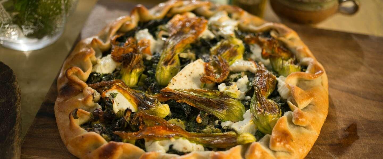 Yotam Ottolenghi zijn hartige kruidentaart met snijbiet en kaas