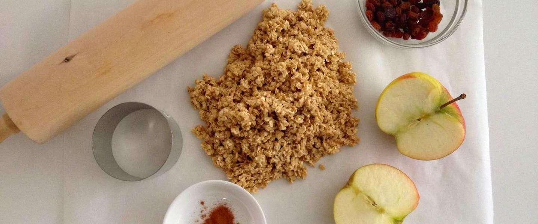 Havermoutkoeken met appel en rozijnen