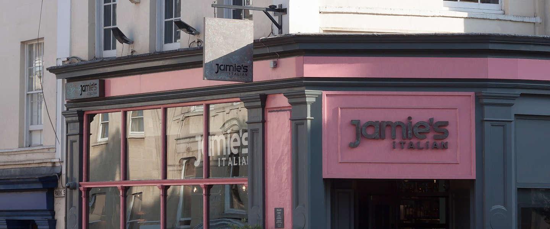 TV-kok Jamie Oliver opent nieuwe restaurants half jaar na instorten Brits imperium