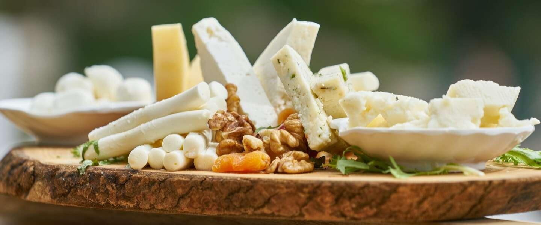 Plantaardige alternatieven voor kaas gemaakt van noten blijken het meest gezond