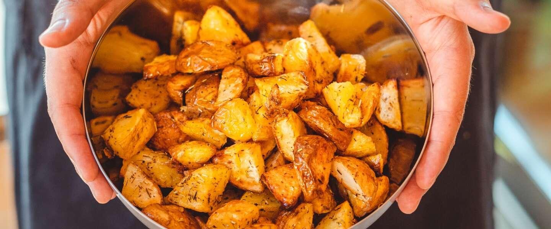 Aardappelen poffen wordt een eitje als je dit met een airfryer doet