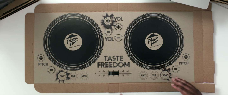 Pizza Hut maakt dj-setup van een pizzadoos