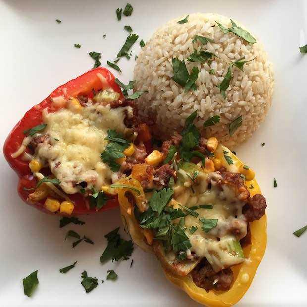 Paprika gevuld met gehakt en groenten