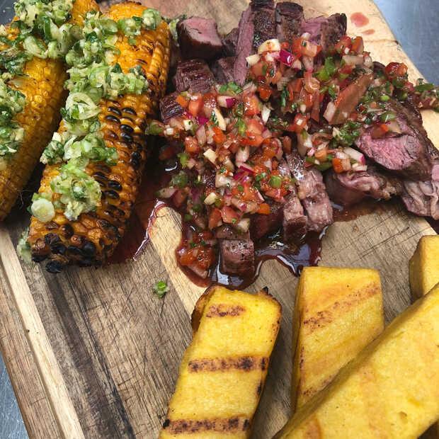 Skirt steak (bavette) met rode chimichurrie van de barbecue a la Jord Althuizen