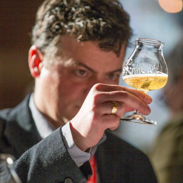 Twaalf winnaars van de Dutch Beer Challenge in bierbox bij Jan Linders te koop