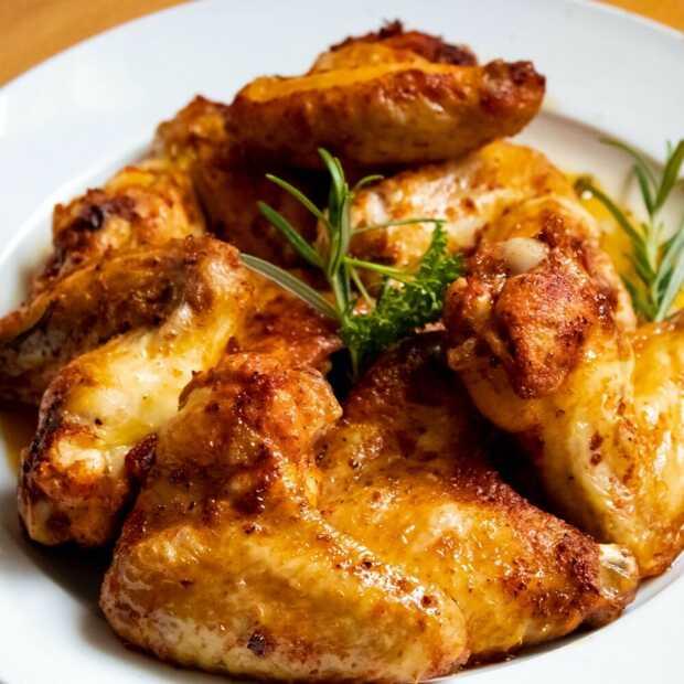 Zo maak je krokante kippenvleugels zonder gedoe in de airfryer
