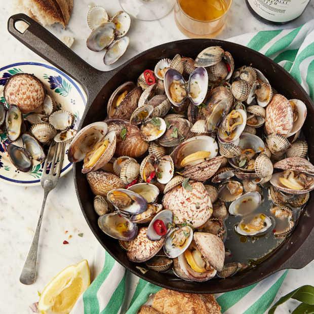 Heerlijk zomers gerecht: Schelpdieren uit de pan