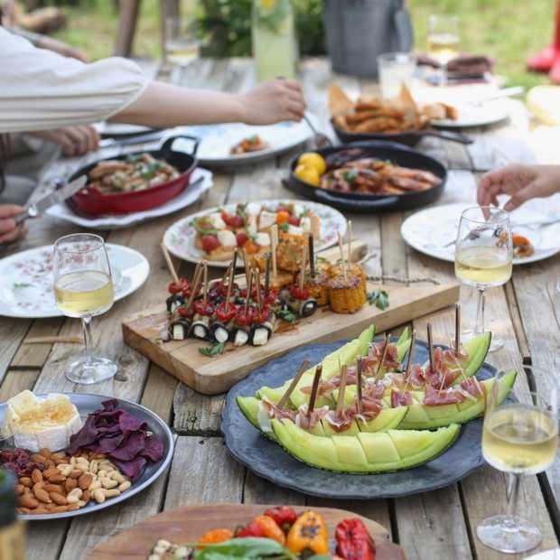 Gemiddelde Nederlander eet aan tafel zonder tv of telefoon
