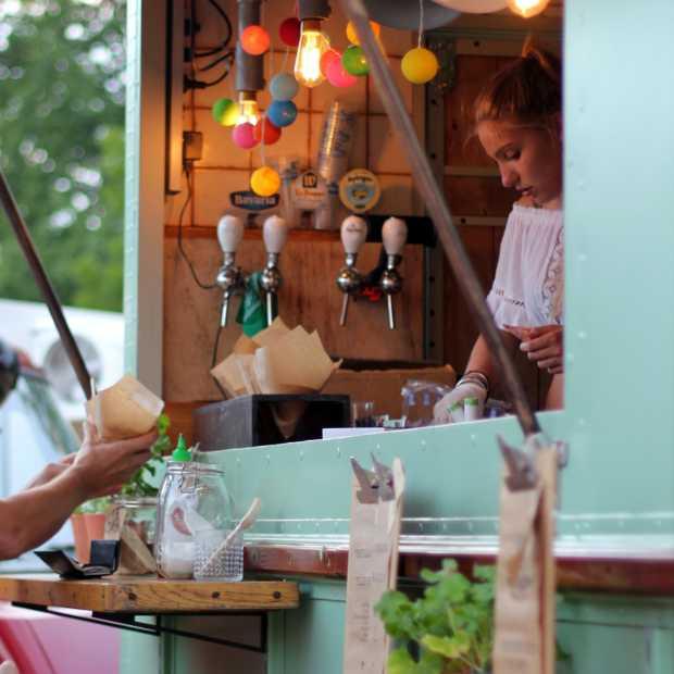 Drive-thru foodtruckfestival van restaurant Smink in Wolvega