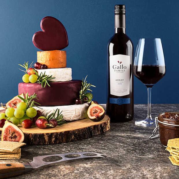 Een stilleven schilderen en wijnen proeven van Gallo Family Vineyards