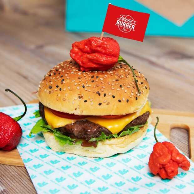 Johnny's Burger en Deliveroo introduceren burger met heetste peper: de Firebreather