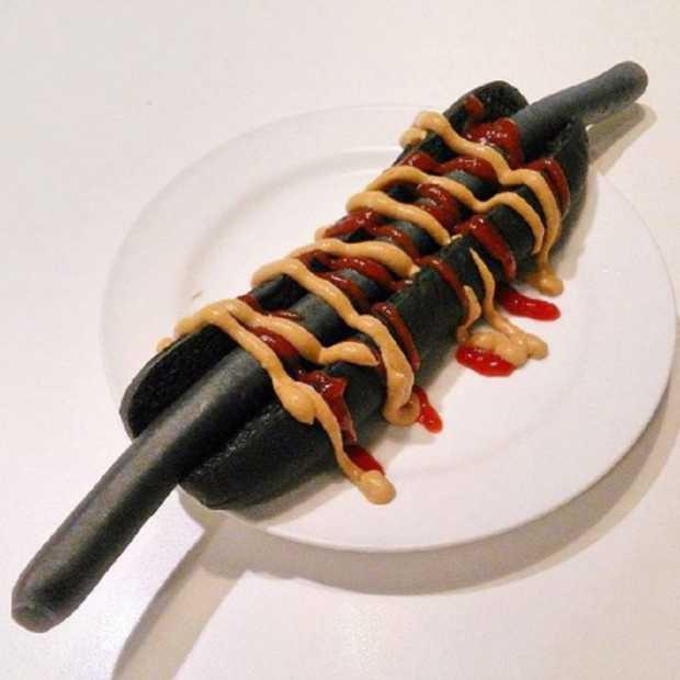 IKEA komt met zwarte hotdog