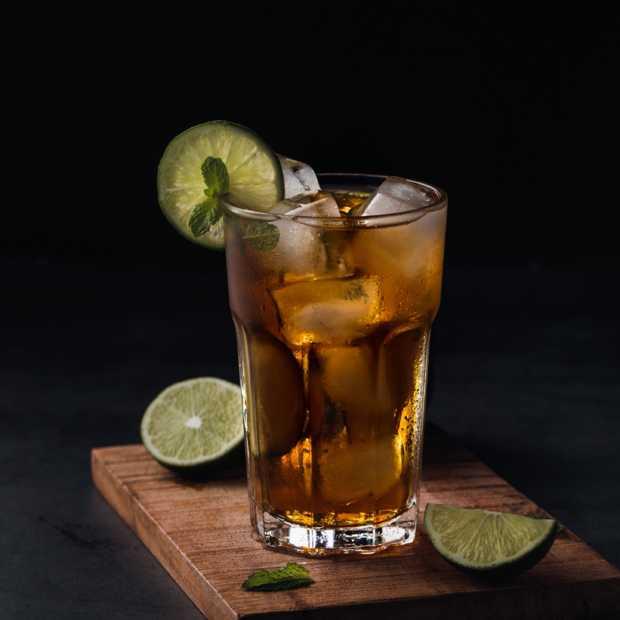 Tijd voor een échte klassieke cocktail; de Long Island Iced Tea