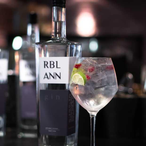 RBL ANN is een rebelse gin met allure die meteen in het oog springt