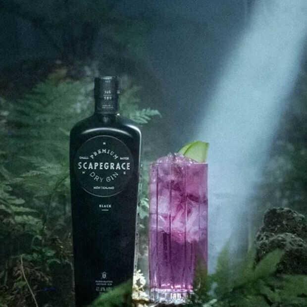 Scapegrace Black: Deze natuurlijke zwarte (!!) gin is niet alleen qua kleur speciaal