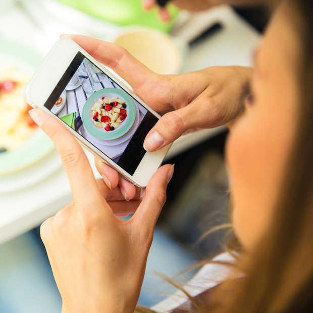 Hoe lang kun jij van je telefoon afblijven in een restaurant?