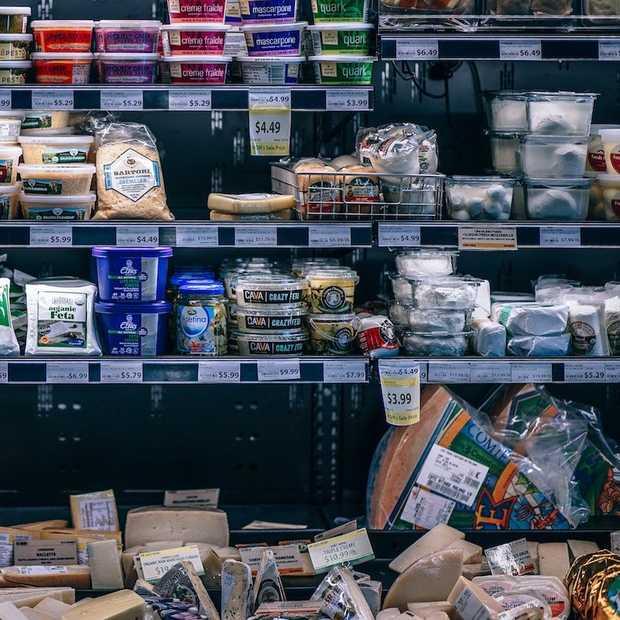 Supermarkten verhogen prijzen opnieuw
