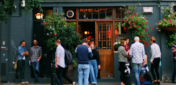Engelsen geven goede voorbeeld: omzet drank in pubs knalt omhoog
