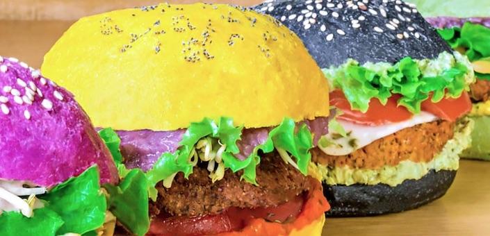 Hier kun je gekleurde hamburgers eten
