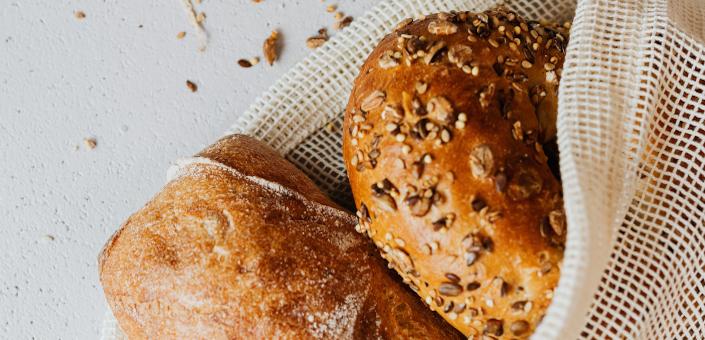 De beste manieren om vers brood te bewaren en langer vers te houden