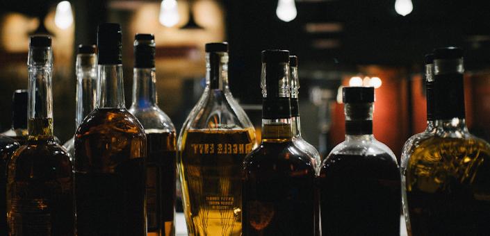 Amerikaans koppel vindt 66 flessen whisky in de muren van hun woning